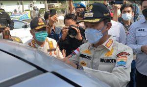Harnojoyo dan Tim Turun ke Jalan Pasang Stiker dan Baliho