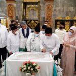 Herman Deru dan UAS Tanda Tangani Prasasti Peresmian Renovasi Masjid Al Falah