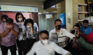 Usai Diperiksa 9 Jam, Polisi Antar Pulang Keluarga Akidi Tio