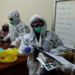 Puluhan Petugas Medis Pakai APD Lengkap Datangi Kantor DPRD Pagaralam